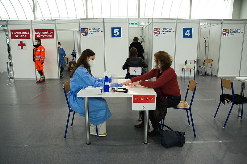 Hamarosan már a határon túli magyarokat olthatják?