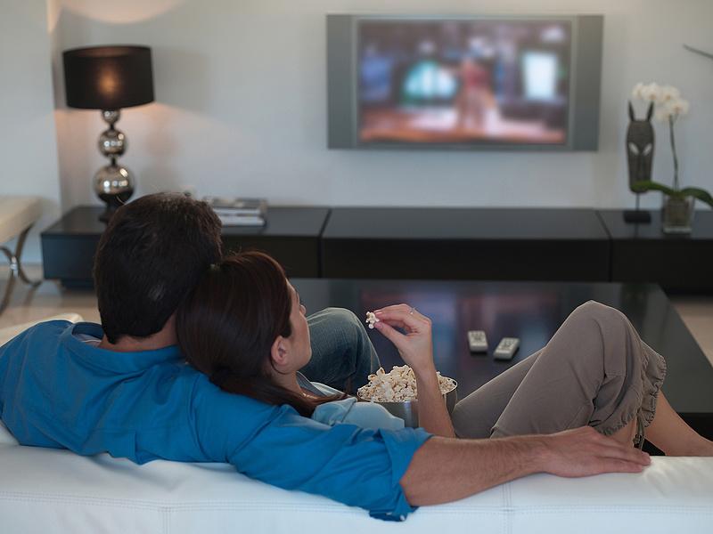 Direct One: napi 1-3 órát tévéznek a magyarok, jön fel a streaming és az online