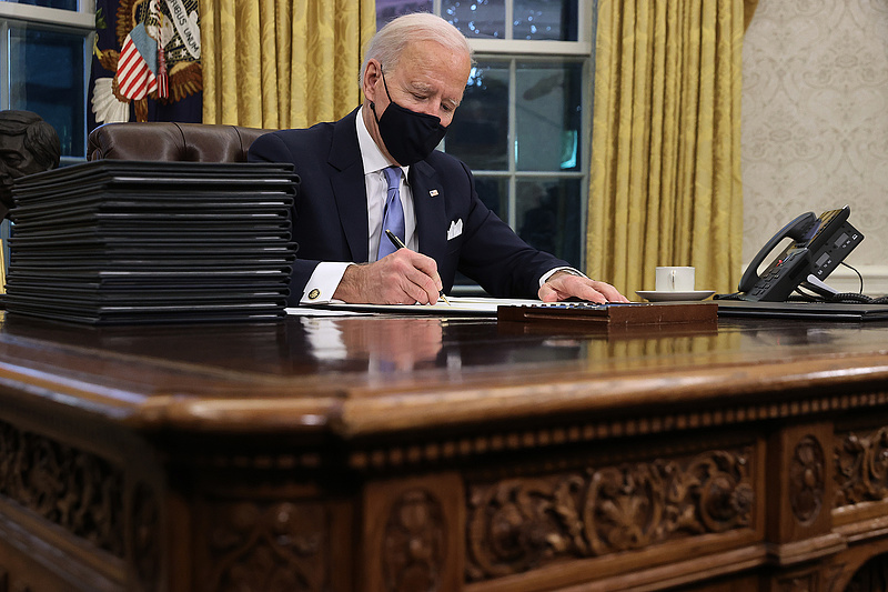 Biden: július 4-ig 160 millió felnőtt amerikai minden szükséges oltást megkap