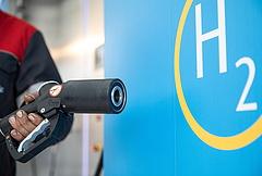 Átadták az első mobil hidrogén-töltőállomást Magyarországon