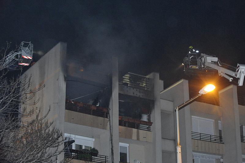 Lakástűz volt az éjszaka Budapesten - ki kellett menekíteni a lakókat