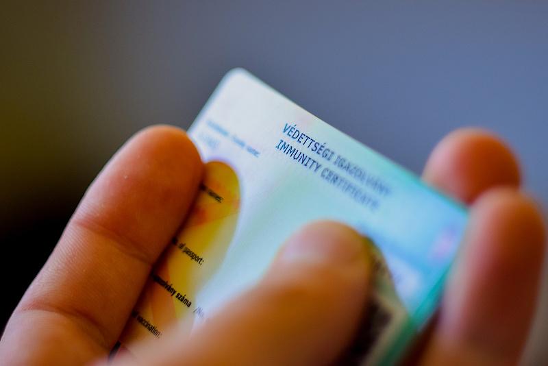 50 ezer forintért állított ki védettségi igazolványt egy háziorvos