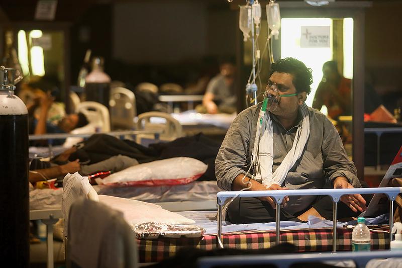 Koronavírus: egy nap alatt 31 730 fő halt meg a betegségben