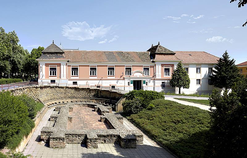 Eladó a francia pezsgőiről híres, 150 éves pécsi pezsgőgyár