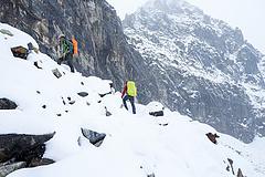 Annyira rossz a járványhelyzet, hogy már az Everest-mászók oxigénpalackjait vennék vissza