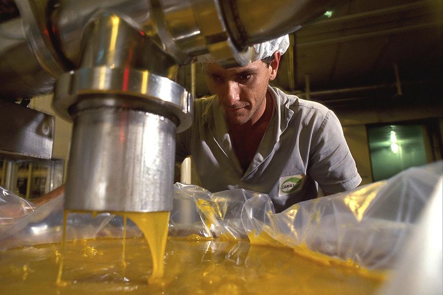 Ipari gyümölcsprés egy brazíliai üzemben.
