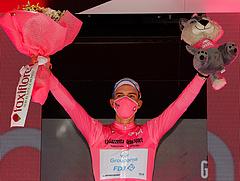 Valter Attila átírta a profi kerékpársport történelmét: vezet a Giro d'Italián
