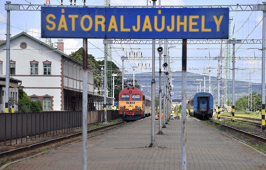 Dízelmozdony vontatta vonatok Sátoraljaújhely vasútállomáson (2019.06.04.)