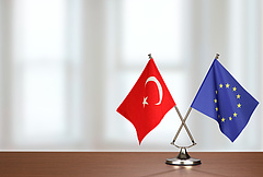 Az EP keményen bírálja Törökországot