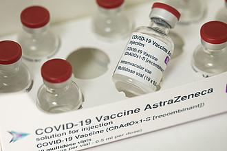 AstraZeneca-vakcina: újabb mellékhatást azonosított a hatóság