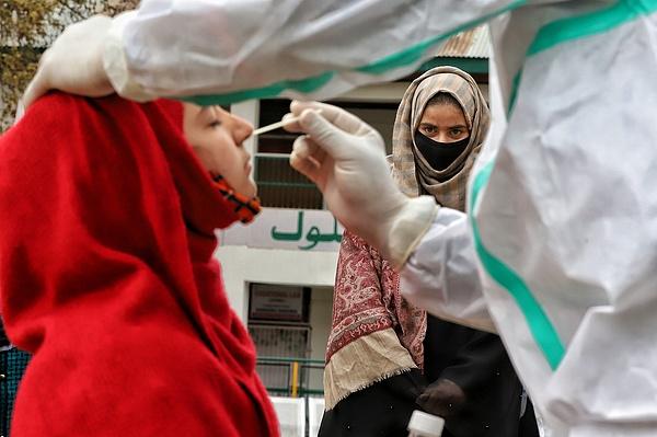 Koronavírus: több mint 430 ezer új esetet azonosítottak egy nap alatt