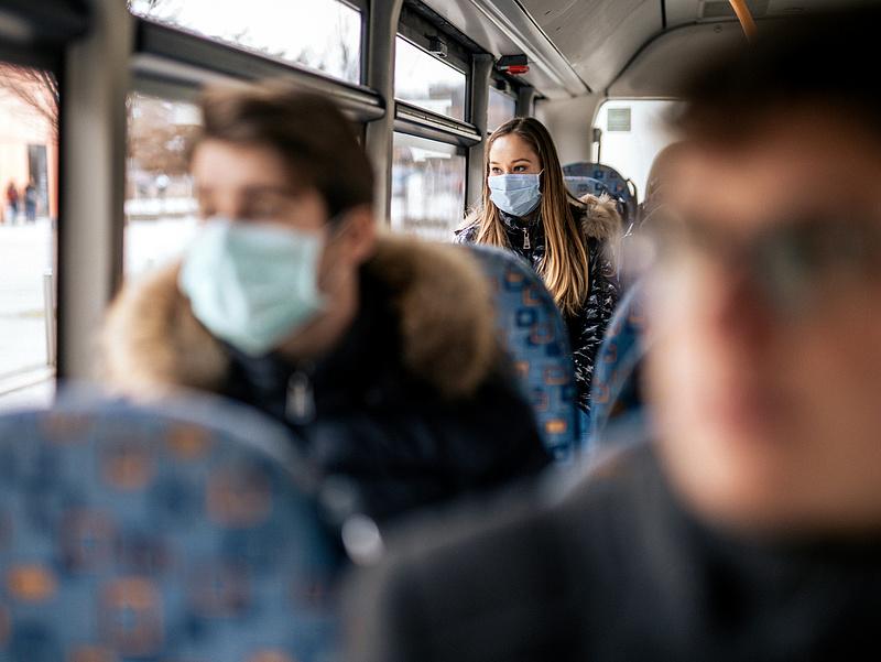 Újra kötelező a szájmaszk Litvániában, a védettségi igazolvány nem elég