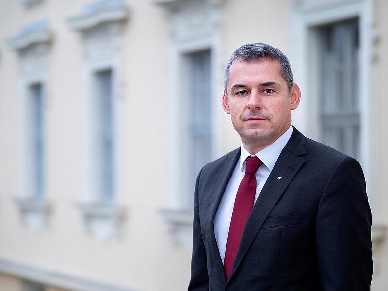 Gyuricza Csaba vezetheti az új alapítványi óriásegyetemet is