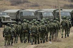 Oroszország a NATO-ra mutogatva még több katonát telepít a nyugati határához