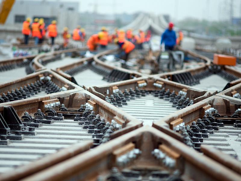 Csak a fejlesztésre hatezermilliárdot ígér a kormány a vasútnak