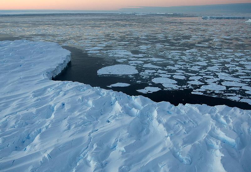 Gyorsulva olvad a jég az Északi-sarkvidéken