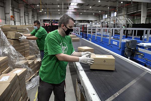 Tizenkétezer négyzetméteren hatvanan dolgoznak majd Tatabányán
