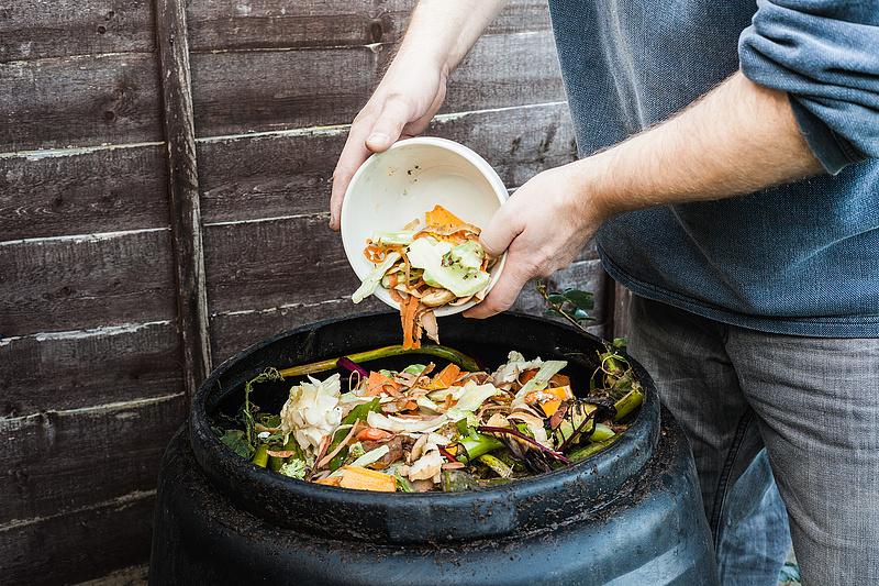 Budaörsön az utcán rohad a hulladék