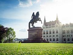 A Fitch felülvizsgálja a magyar államadós-besorolást, idén már másodszor