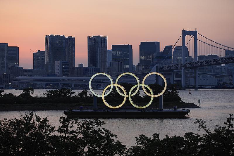 Járvány ide, társadalmi távolságtartás oda, az olimpián 150 ezer óvszert adnának