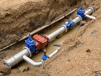 Újabb több ezer milliárdos államosítás jöhet, az ivóvizet nézte ki a kormány