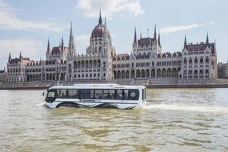 Meghódítja a világot a magyar tervezésű kétéltű busz