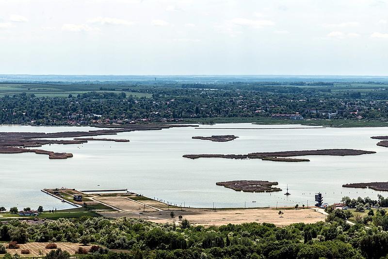 Rossz a vízminőség, több strandot bezártak a Velencei-tónál