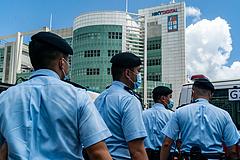 Hongkong: vádat emeltek a demokráciapárti Apple Daily lap vezető munkatársai ellen