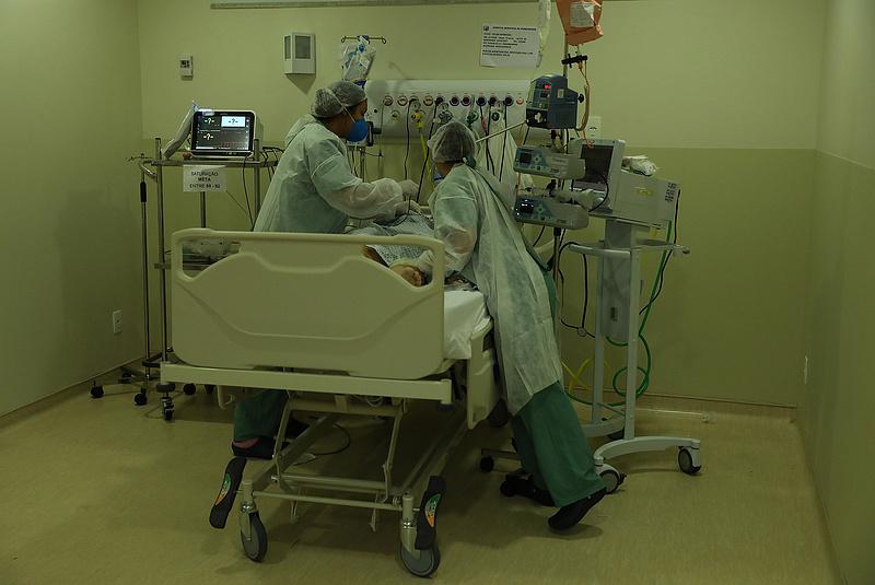 Koronavírus: közel 400 ezer új fertőzött, 8751 áldozat