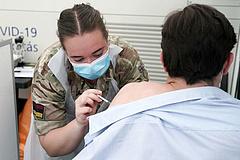 Lengyelország a 4. járványhullámra készül, újabb lezárásokra figyelmeztetnek