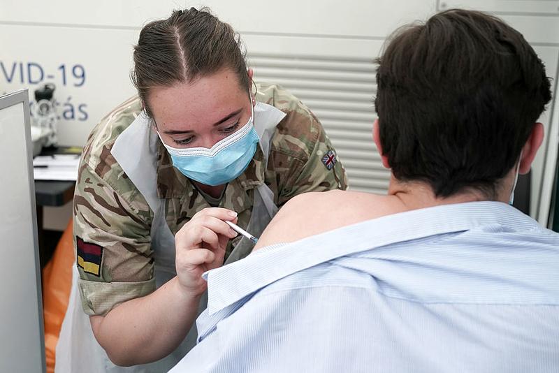 Egy vakcinaszakértő szerint a delta variáns miatt elérhetetlen a nyájimmunitás