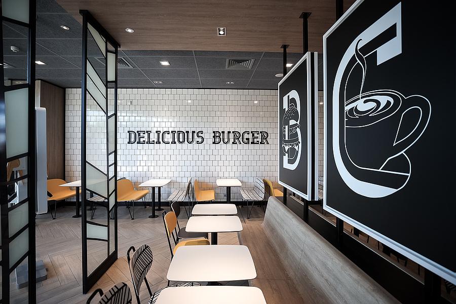 A kaposvári McDonald's étterem belső tere.