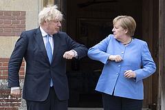 Rendszeres kormányközi konzultációkról állapodott meg Johnson és Merkel