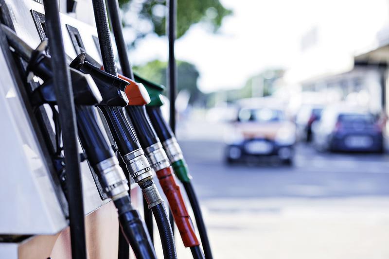 Megjöttek a benzinkutas árcímkék, amelyekre senki sem kíváncsi