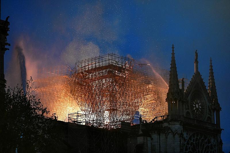 A Notre-Dame leégesekor eltitkolt veszélyek miatt tesznek feljelentést
