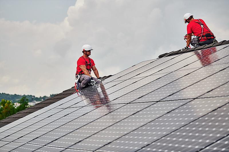 Addig telepítsen napelemet a háztetőre, amíg még lehet