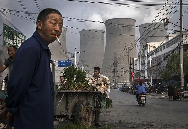 Szénhez vezető vasútra kunyerálnak pénzt Kínától