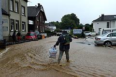 Németországban tovább nőtt az árvíz halálos áldozatainak a száma, Merkel a térségben tájékozódik