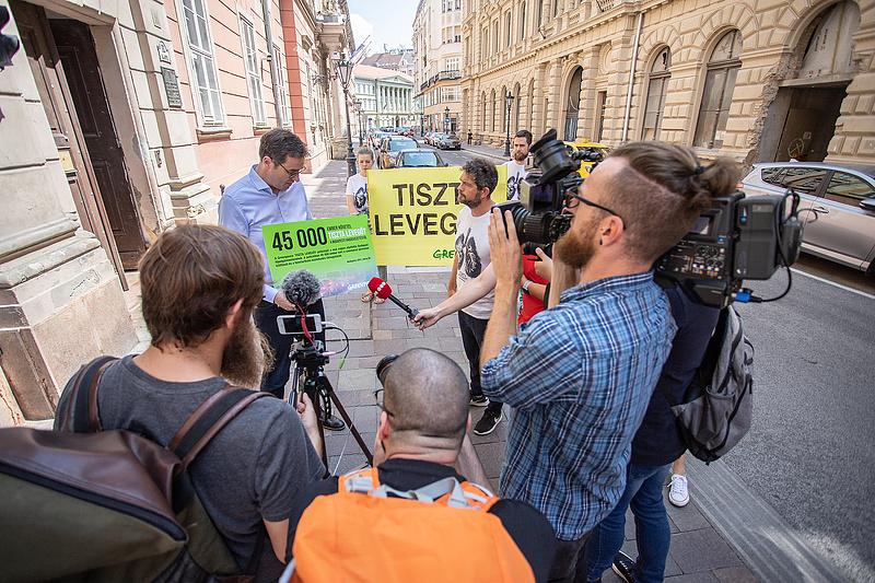 Petíciót kapott a főpolgármester: tisztább levegőt követelnek Karácsonytól Budapesten