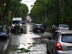 Időjárás: nagyon eldurvult a helyzet a viharkároknál
