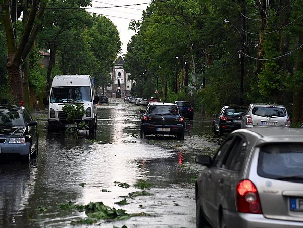 A fél országra kiadták a harmadfokú riasztást a várható vihar miatt