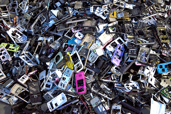 Ha így mobilozunk, nem lesz több új iPhone