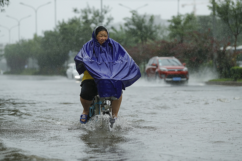 Súlyos árvizek sújtják Kínát