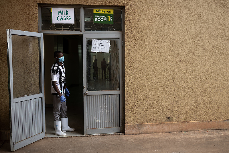 Új autókat kaptak a politikusok, de a vakcinavásárlásra nem futja Ugandában