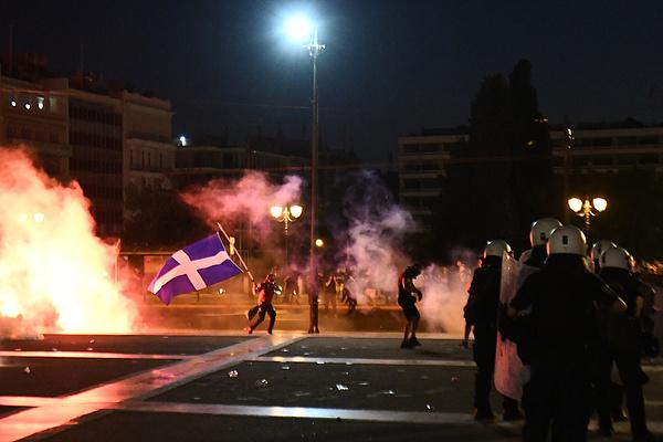 Görögországban a kötelező oltás miatt kezdődtek erőszakos tüntetések