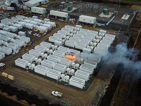 Kigyulladt a Tesla legnagyobb akkumulátortelepe, mérges gázok kerültek Victoria levegőjébe