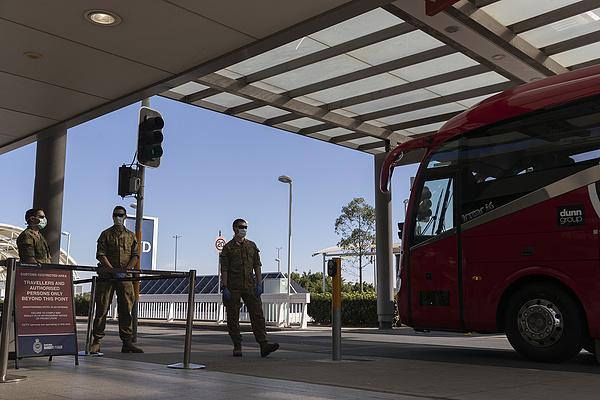 Koronavírus: a hadsereget is kivezénylik, szigorú korlátozások Sydney-ben