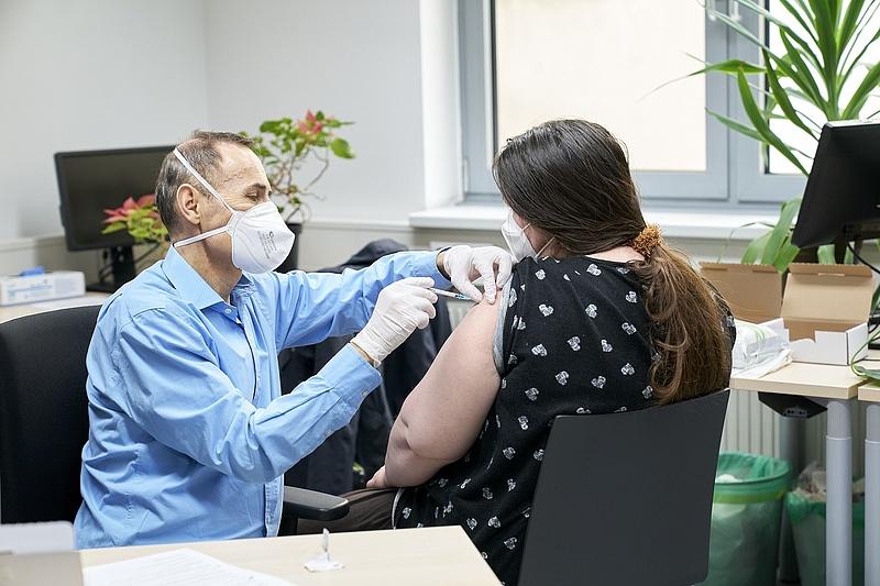 Koronavírus: meghalt egy beteg, 180 új fertőzöttet azonosítottak Magyarországon