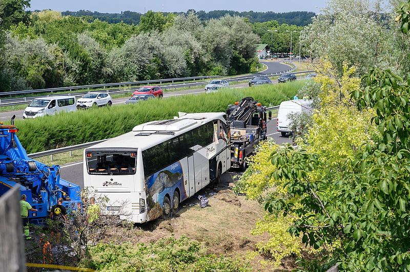"""""""Jajgatás, kiabálás verte fel a csendet"""" - mondja a buszbaleset túlélője"""
