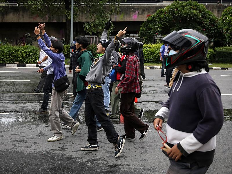 Lemondatnák a thaiföldi miniszterelnököt az elhibázott járványkezelés miatt